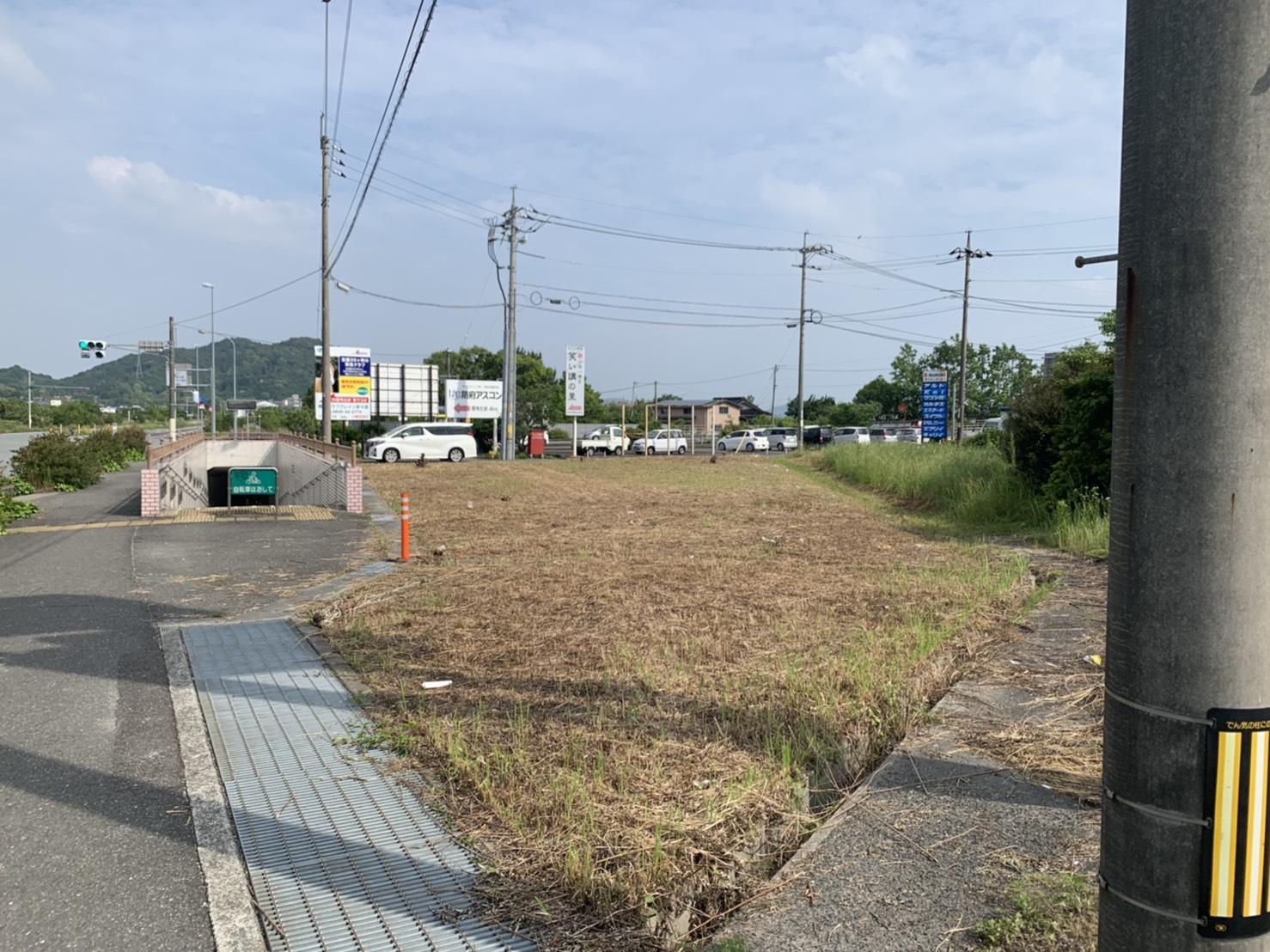 国道沿い!!コンビニとなり!!建築条件なし!!